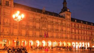 Madrid, Plaza Mayor bei Nacht (Foto: picture alliance / Arco Images GmbH)