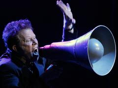 Archivbild: Tom Waits 2004 bei einem Konzert in Berlin (Foto: dpa  /picture alliance / Soeren Stache)
