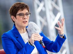 Annegret Kramp-Karrenbauer (CDU) im ARD-Sommerinterview (Foto: picture alliance/Christophe Gateau/dpa)