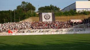 Fans im Stadion an der Kaiserlinde (Foto: Pasquale D'Angiolillo )