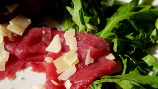 Carpaccio, rohes Fleisch (Foto: Pixabay / CC0 Creative Commons)