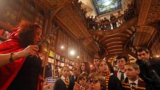 Harry-Potter-Nacht in der legendären Buchhandlung Lello in Porto (Foto: picture alliance / dpa / LUSA / Jose Coelho)