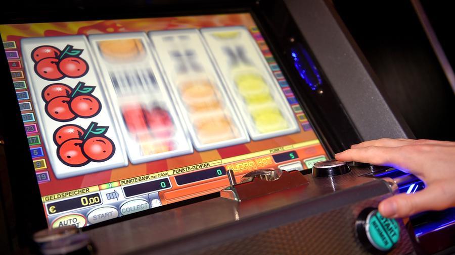Spielautomat (Foto: dpa)